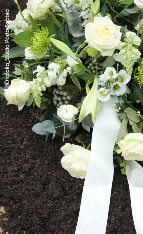 605952b277070d Trauer | Blumen Risse