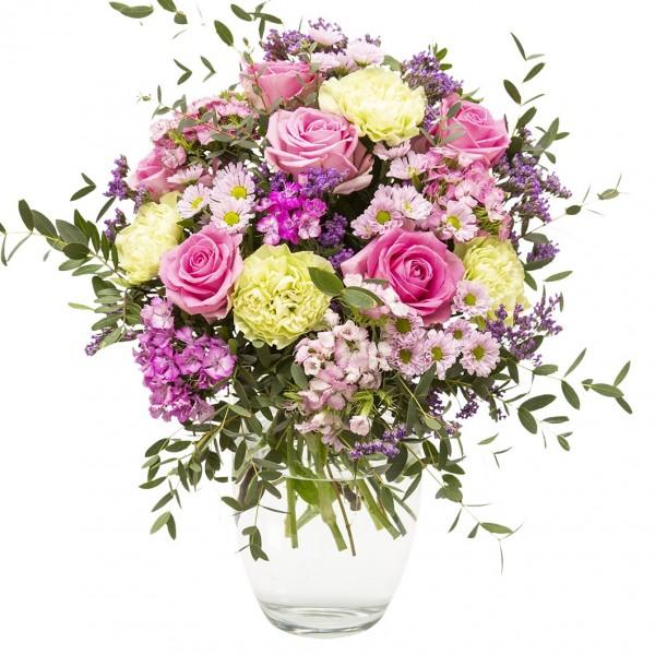 Aufgelockerter Strauß mit rosa Rosen, Nelken, Chrysanthemen und reichlich Beiwerk.